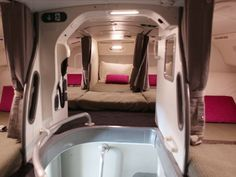 See the secret airplane bedrooms where flight attendants sleep on long-haul flights in British Airways Boeing 787 Dreamliner, Boeing 777, Virgin Atlantic, Vols Longs, Airplane Bedroom, Rest Area, Long Flights, Secret Rooms, Long Haul