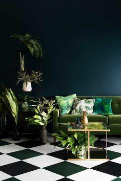 la chambre sombre mais joviale avec des plantes - Wandfarbe Petrol