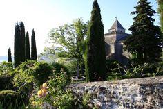 Le jardin du Prieuré de Saint-Michel, joyau de verdure En cette période estivale, nous vous proposons de visiter le jardin du Prieuré de Saint-Michel L'Observatoire. Avec sa statue de Venus, ses oliviers bicentenaires et ses fontaines datant de plusieurs siècles, il mérite vraiment le détour. Par Angélique Jurquet