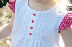 Pin pleat top tutorial - Totally adorbz and a great tutorial.