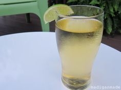 lime beer spritzer - sounds refreshing for summer Lime Beer, Sparkling Drinks, Cocktails, Slice Of Lime, Wheat Beer, Beer Recipes, Drink Recipes, Chicken Recipes, Fun Drinks