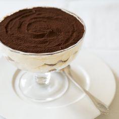 グラスに重ねて、冷やして作る、これからの季節にぴったりのデザートレシピ。本当においしいティラミスの作り方のレシピを大公開します。 Sweets Recipes, Brownie Recipes, Tiramisu, Coffee Milkshake, Homemade Sweets, Japanese Sweets, Confectionery, No Cook Meals, Bakery