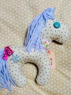 Unicorno stellato azzurro
