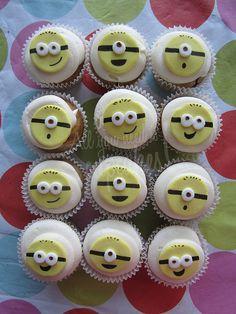 minion Cupcakes :P Geek Birthday, Superhero Birthday Cake, Star Wars Birthday, Birthday Parties, Birthday Cakes, Minion Cupcakes, Yummy Cupcakes, Cupcake Cakes, Cup Cakes