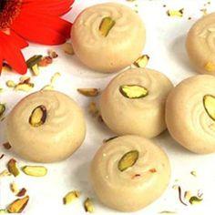 'Peda' with pistachios Indian Desserts, Indian Sweets, Indian Dishes, Sweet Desserts, Indian Food Recipes, Diwali Recipes, Vegetarian Recipes, Best Dessert Recipes, Delicious Desserts