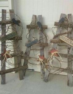 Wood Pallets Ideas Wood Pallets Ideas I could do this. (need to do this to repalce broken one used as trellis) The post Wood Pallets Ideas appeared first on Pallet Ideas. Arte Pallet, Pallet Art, Diy Pallet, Outdoor Pallet, Wooden Crafts, Diy Crafts, Barb Wire Crafts, Wood Pallet Crafts, Deco Champetre