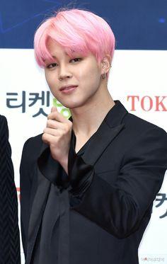 Jimin ❤ BTS At The 2017 Gaon Chart Music Awards Red Carpet (170222) #BTS #방탄소년단