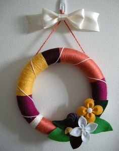 DIY, step by step tutorial: Yarn Wreath - YAY! I've been wanting a tutorial... Once I master the base concept, then I can get creative!