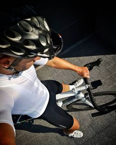Black and white . Cycling Wear, Cycling Tips, Road Cycling, Cycling Outfit, Road Bike, Mtb Bike, Bicycle, Lycra Men, Lycra Spandex