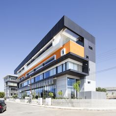 Fameline Properties / Vardastudio Architects and Designers