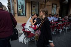 Wedding photo taken in the streets of Rome by Andrea Matone #photographer