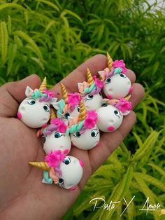 Unicorns are the best! I would definitely buy this. Fimo Polymer Clay, Crea Fimo, Polymer Clay Animals, Polymer Clay Projects, Polymer Clay Creations, Diy Clay, Polymer Clay Jewelry, Clay Crafts, Party Unicorn