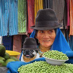 OTAVALO LADIES - ECUADOR