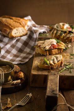 Imagen Becauseblog 2 para Receta Bruschetta de ventresca de bonito con verduras y huevo