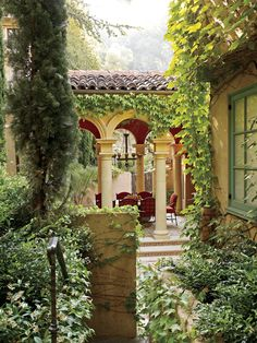 Mediterranean Villa Patio - gorgeous!