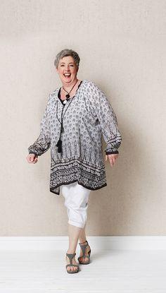 Ton in Ton sieht dieses Outfit super aus. Vor allem die leichte Tunika ist ein Kaschierwunder!