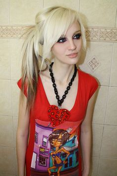 Cute scene hair style:) I want mine to look like this in a ponytail! Emo Girl Hairstyles, Side Ponytail Hairstyles, Cool Hairstyles For Girls, Trendy Hairstyles, Straight Hairstyles, Choppy Hairstyles, Bangs Hairstyle, Black Hairstyle, Hair Bangs