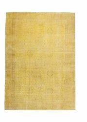 Een authentiek geel tapijt. In Turkije worden deze tapijten geknoopt door de vrouwen. Ze zijn rond de 50-80 jaar oud. Omdat ze daar worden gebruikt raken ze versleten. Om ze niet zomaar weg te doen worden ze in een nieuw jasje gestoken. Eerst worden ze geschoren en hersteld waar het te versleten is. daarna worden ze in een verfbad gedaan.  Kijk voor meer informatie op www.ftwl.nl of stuur een een mailtje naar info@ftwl.nl