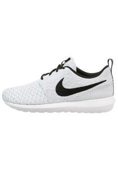 5faa2b4038e8 FLYKNIT ROSHE ONE - Sneaker - white black wolf grey pure platinum Nike