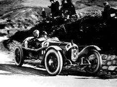 Pre-war Alfa Romeo grand prix. Pretty cool.