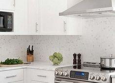 White Kitchen Tile Backsplash white-cabinet-new-caledonia-granite-black-slate-backsplash-tile1 i