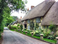 English Village Cottage in Hampshire/darling English Country Cottages, English Country Decor, English Village, English Countryside, Modern Country, Country Style, English Cottage Exterior, Cute Cottage, Old Cottage