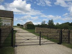 Our traditional estate fencing and gates are ideal for use as a continuous boundary fence in parkland, paddocks, deer parks, estates or estate grounds. Metal Garden Gates, Metal Gates, Wrought Iron Gates, Cast Iron Gates, Entrance Ways, Driveway Entrance, Gate Post, Deer Park, Country Estate
