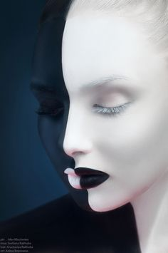Maquillage noir et blanc : negative space Creative Photography, White Photography, Digital Art Photography, Kreative Portraits, Make Up Art, Fantasy Makeup, Face Art, Face And Body, Body Art Tattoos