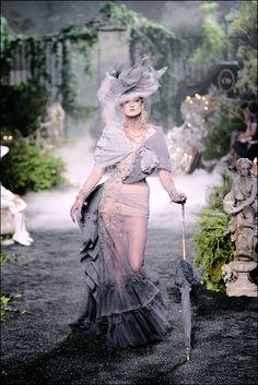 fionacullen:    (viapiggybackride,someonegood)    Christian Dior Fall 2005 Haute Couture
