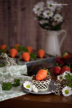 Muffins de chocolate con fresa. Receta de Pascua. Chocolate and strawberry muffins. Easter recipe.