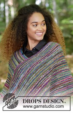 Knitted poncho with garter stitch and stripes. Sizes S - XXXL. The piece is worked in DROPS Fabel. Poncho Knitting Patterns, Knitted Poncho, Knitting Designs, Free Knitting, Drops Design, Monaco, Magazine Drops, Crochet, Boho