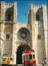 Tourist information about Lisbon's Cathedral in Alfama, Lisbon, Portugal Tourist Information, Lisbon Portugal, Romanesque, Mosque, Worship, Temple, Cathedral, Places To Visit, Rose Window