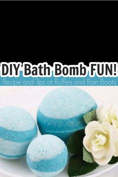 Oh, these Disney Princess bath bombs are too pretty! I love how simple these Frozen bath bombs are! Click here to see how she made these Queen Elsa bath bombs in minutes. #elsabathbombs #queenelsa #frozenbathbombs #disneybathbombs #disneyprincess #princessbathbombs #rufflesandrainboots