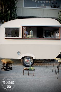 Without exception, renovating a caravan is likely to involve a crucial look at the simple supply systems. Trailers also referred to as caravans are ut. Caravan Shop, Retro Caravan, Caravan Ideas, Mobile Bar, Vintage Caravans, Vintage Travel Trailers, Coffee Trailer, Coffee Van, Caravan Renovation