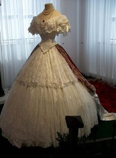 les tenues et objets ayant appartenu a Sissi I don't know what this says but this is a gorgeous dress