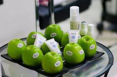 Perché i prodotti AloXXi sono così efficaci nel proteggere i capelli durante l'Estate? Perché molti di questi prodotti sono arricchiti con estratti naturali del picciolo di mela, con effetto antiaging e filtri solari per evitare lo sbiadimento e la secchezza dei nostri capelli :-)