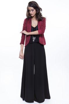 Pantalona preta + camiseta preta + jaqueta suede vinho  http://mhostore.com/