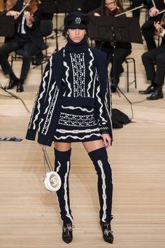 Chanel Pre-Fall 2018 Collection Photos - Vogue