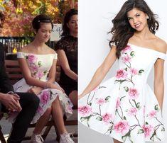 Andi Mack Fashion, Clothes, Style and Wardrobe worn on TV Shows Rose Print Dress, Rose Dress, Dress Up, Teen Fashion Outfits, Chic Outfits, Dress Outfits, Fasion, Andi Mack, Disney Inspired Fashion