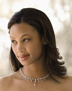 For those who wear their natural hair straight (pressed,blowout, etc). #elegant # classy # cute....btw luv the neck lace.