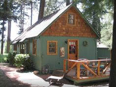 This 1920s forest service cabin is now a cozy retreat for two
