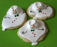 archiemcphee: Melting Snowman Cookies by the Truly Custom Cakery Want to make your own batch? You'll find detailed instructions here! [via TYWKIWDBI] Tasty baking skillz + macabre creativity = delightfully awesome treats Cute Christmas Cookies, Cute Cookies, Christmas Baking, Christmas Drinks, Christmas Recipes, Holiday Recipes, Christmas Ideas, Soft Sugar Cookies, Royal Icing Cookies