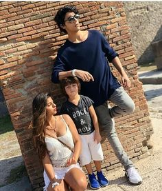 Suhana Khan with Elder Brother Aryan Khan and younger brother Abram Khan