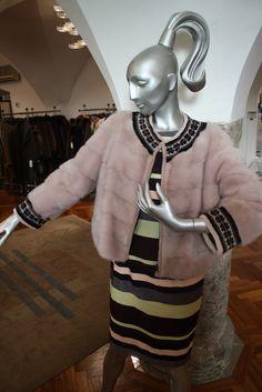 Jacke Nerz geschoren rosa Elegant, Women Wear, Fashion, La Mode, Mink, Sporty, Guys, Jackets, Classy