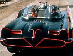 Adam West & Burt Ward in the Batmobile. It's the original batmobile! Created by George Barris from a 1955 Ford Futura Batman Y Robin, Batman 1966, Batman Batmobile, Batman 2019, Batman Car, Gotham Batman, Classic Tv, Classic Cars, Porsche Classic