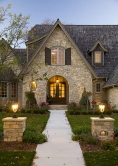 Love the doorway and the stone! Maybe I want this house?