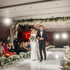 Taki ślub fotografowałem pierwszy raz! To był wspaniała inscenizacja przygotowana przez #polskiestowarzyszeniekonsultantowslubnych podczas targów @weddingshowpl . #wedding #weddingshow #weddingshowpl #hotel #marriott #warszawa #slub #ślub #inscenizacja #weddingplanning #weddingplanner #weddingphotography #konsultantslubny #jamstudiopl