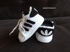 Baskets bébé au crochet l'air beau et ils sont très confortable. Si vous voulez faire un cadeau unique pour les nouveaux-nés, ces adidas de bébé au crochet sont parfaits pour vous. Je choisis de fil de haute qualité pour faire mes chaussons. Nhésitez pas à me contacter si vous souhaitez une couleur différente ou si vous avez une idée. Les baskets bébé sont disponibles en différentes tailles : Nouveau-né – 8cm 0-3mo-9cm 3-6mo – 10cm 6-9mo-11 cm 9-12mo-12cm  Tous les articles sont expédiés…
