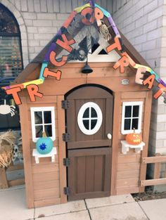 Martinez told BuzzFeed News she decided to decorate Tyson's house because it will be his first Halloween this year. | This Teen Created A Halloween Dog House And It's The Cutest Thing EVERRRRR