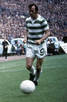Bobby Lennox Celtic Celtic Fc, Retro Football, Football Pictures, Special People, Soccer Players, Fc Barcelona, Glasgow, Bobby, Scotland